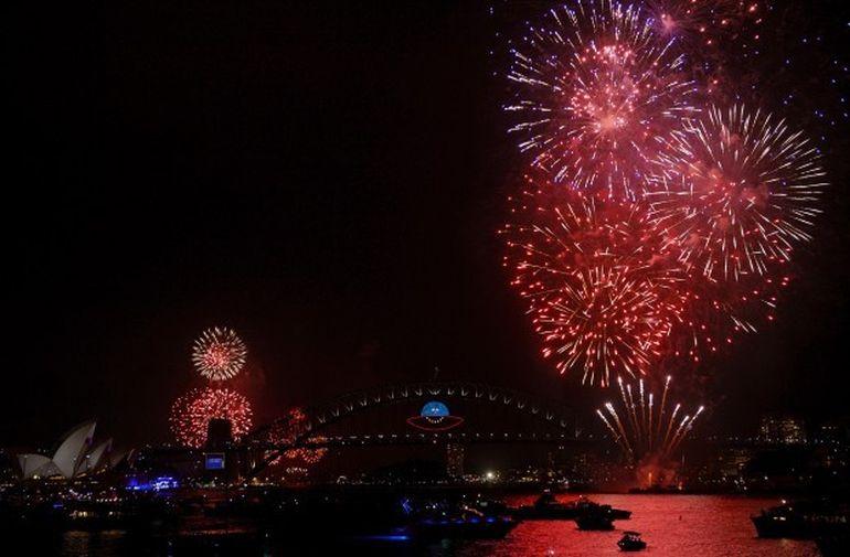 La Multi Ani 2014! Vezi cum au sarbatorit australieni si neozeelandezii intrarea in Noul An! Focurile de artificii le ai numai aici!
