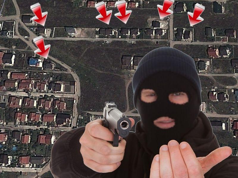 Un localnic ne-a ajutat sa identificam intr-o poza facuta din satelit casele unde hotii au dat loviturile. Acestea sunt doar sapte dintre cele peste 20 de case jefuite de la inceputul anului pana in prezent in Dobroesti