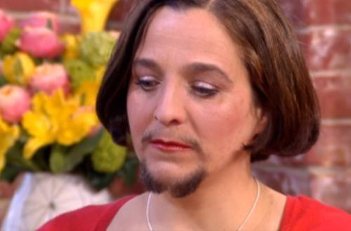 De ce le creste mustata femeilor