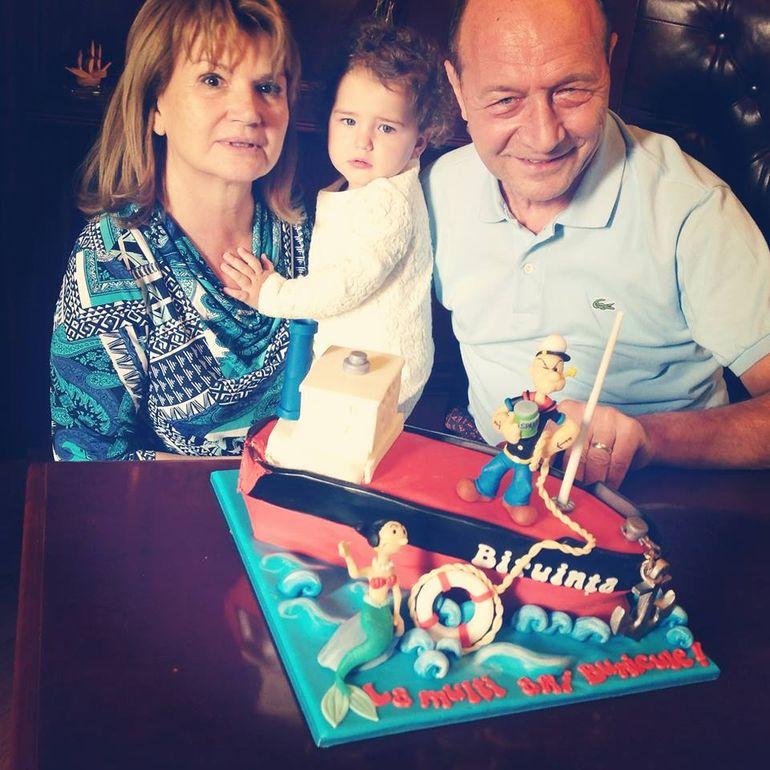 EXCLUSIV! Cum au sarbatorit Traian Basescu si sotia sa 39 de ani de casnicie! Totul s-a intamplat in mare secret!