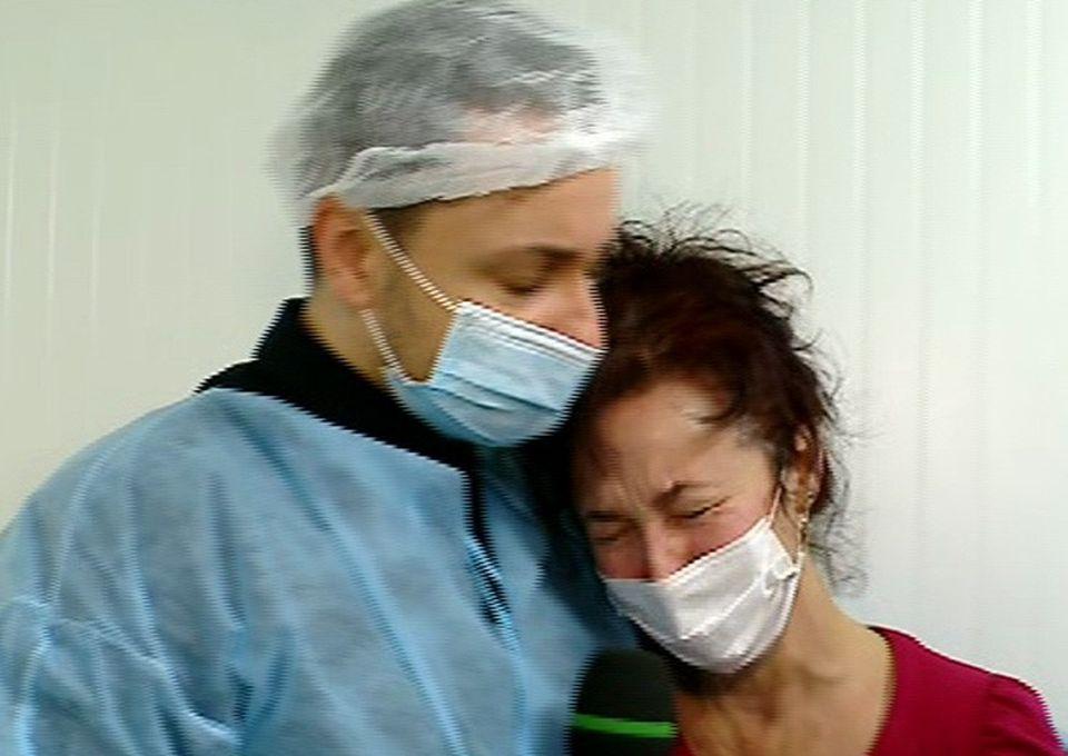 Imagini emotionante! Maruta, in lacrimi - Povestea baiatului de 7 ani diagnosticat cu leucemie l-a cutremurat! Mama lui i-a plans in hohote in brate