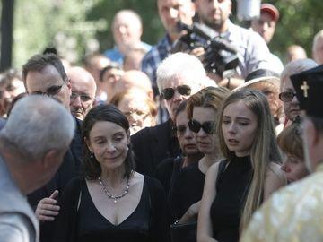 Cine e tanara de la inmormantarea lui Radu Beligan care a impresionat pe toata lumea? Fata a plans necontenit langa sicriu