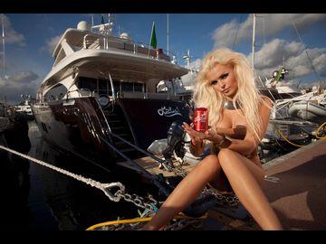EXCLUSIV! Miliardara romanca din India, rivala lui Mr. Pink pe piata asiatica! Anca Verma investeste in cel mai sexy brand de racoritoare din lume, promovat agresiv cu blonde atractive