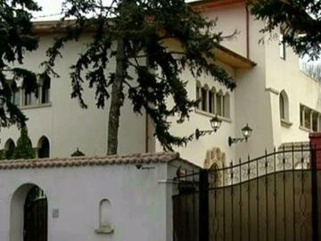Telenovela vilei in care a locuit Dan Adamescu!  A inceput razboiul intre fiul omului de afaceri si sotia lui! A fost chemata politia