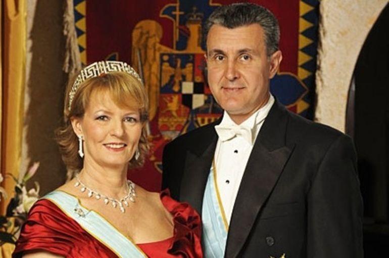 Regele Mihai I, inconjurat de medici.  Anuntul facut de membrii Casei Regale