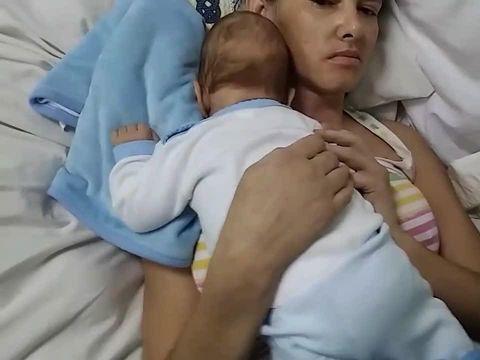 Minune de la Dumnezeu! A nascut in timp ce se afla in coma si acum s-a trezit! A revenit la viata dupa 5 luni