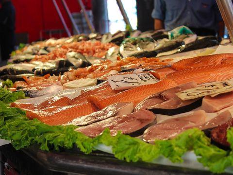 Il consumi ca pe o delicatesa, insa este cel mai toxic aliment din lume!