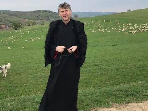 """A fost Cristian Pomohaci santajat? Fostul preot stia de anul trecut ca urmeaza sa fie acuzat de homosexualitate! """"Trezesc curiozitati si invidii. Multi stau cu mana intinsa sa scoata popa ceva"""""""