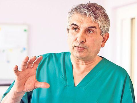 Medicul Gheorghe Burnei s-a pensionat! Chirurgul e acuzat de experimente neautorizate pe copii si luare de mita