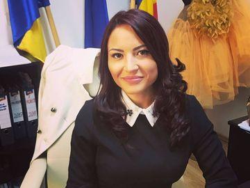 Consiliera sexy a lui Gabriel Oprea a intrat in lumea televiziunii! Alexandra Oprea are propria emisiune la un post de business