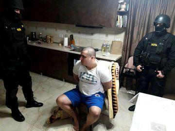 """Interlopul care a atacat un politist cu sabia nu-si regreta fapta! Declaratia neasteptata a avocatului: """"Nu, nu regreta"""""""