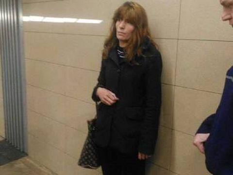 """Doamna Constanta, mama criminalei de la metrou, face noi dezvaluiri: """"A patit ceva groaznic. Au bagat 7 barbati peste ea intr-o noapte..."""""""