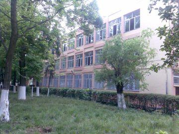 Un pusti de clasa a VIII-a din Gorj a aruncat cu bulgari de zapada intr-o colega de scoala! Ce a facut apoi tatal fetei e incredibil- S-a ales cu dosar penal!