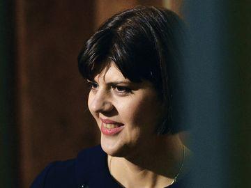 Cel mai tare banc despre Laura Codruta Kovesi, de 1 martie! Un barbat i-a adus un martisor sefei DNA...