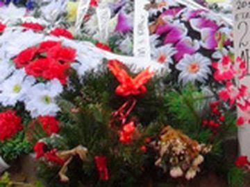 Ce a aparut la usa casei Alinei Ciucu, victima de la metrou! Prietenii i-au lasat un omagiu emotionant fetei de 25 de ani care a fost impinsa pe sine de Magdalena Serban