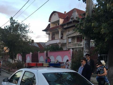 Cu pusca in strada, la Clejani! Un scandal intre doua familii rivale s-a lasat cu focuri de arma