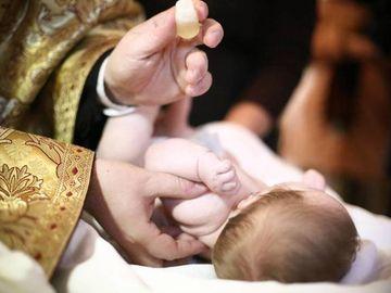 Tragedie pentru o familie din Neamt! Bebelusul lor a murit chiar in ziua in care a fost botezat