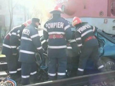 Patru tinere au murit dupa ce masina in care se aflau a fost spulberata de un tren