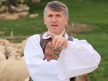 Cristian Pomohaci, din nou in haine bisericesti. Cum s-a pozat cu o maicuta