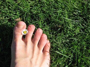 Unghiile de la picioare detecteaza cancerul pulmonar. Semnul care trebuie sa te trimita la doctor