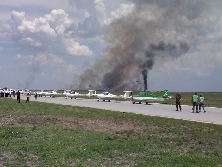 STARE DE ALERTA! Un avion s-a prabusit in apropiere de Autostrada Soarelui! Primele imagini de la locul accidentului