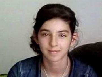 Ea este fetita de 13 ani care si-a injunghiat bunica! Oradeanca a fost data in urmarire generala