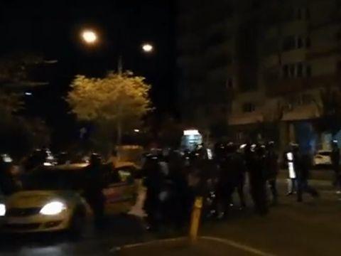 """Turisti israelieni, scosi din taxi si loviti de jandarmi in timpul interventiei din Piata Victoriei: """"Un incident inacceptabil si extrem de serios"""""""