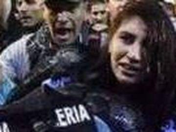 Jandarmerita batuta la protestele din Piata Victoriei a fost externata! Cum arata Stefania dupa ce a fost batuta la protest