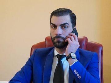 Socant! Directorul Filarmonicii Oltenia crede ca mamele care si-au dus copiii la protestul diaspora merita un glont in cap