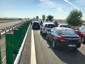Accident cu 4 masini pe A2! Doua persoane au fost ranite. Circulatia e blocata
