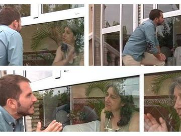 Povestea incredibila a femeii care traieste intr-o cusca de sticla de 13 ani. Nimeni nu are voie sa o atinga
