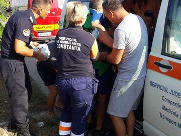 Un barbat a cazut de pe stabilopozii din Portul Constanta! A fost nevoie de interventia de urgenta a scafandrilor