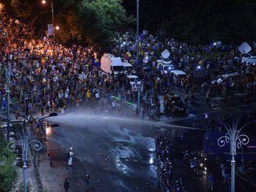 Un europarlamentar PSD propune amendarea protestatarilor agresivi cu pana la 15.000 de euro! Cum isi justifica demersul