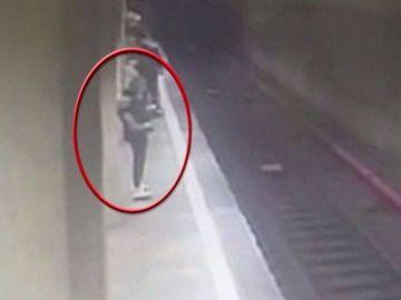 """Alexandra Costache, tanara care a scapat cu viata dupa ce a fost atacata de criminala de la metrou, a facut marturii socante: """"Ma gandeam ca o sa mor. Cand m-a impins a treia oara..."""""""