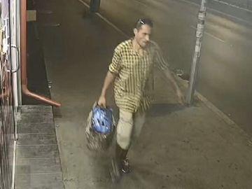 Tanara de 28 de ani, abuzata sexual la metrou Lujerului! Politia cere ajutorul pentru identificarea agresorului din imagini