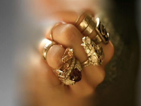 Ce inseamna cand visezi aur. Semne de bine sau de rau? Afla mesajele ascunse in visul tau