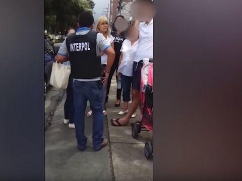 Cine erau persoanele care se aflau langa Elena Udrea in momentul retinerii ei de politia din Costa Rica?