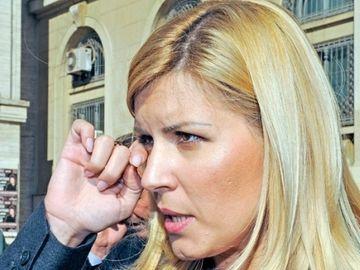 Detaliul ŞOCANT al arestării Elenei Udrea! Trimişii INTERPOL-ului, cu mâinile pe pistoale