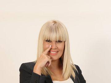 Cum a produs Elena Udrea 670.000 de euro din Costa Rica! Vezi ce manevre s-au făcut din România pentru ca blonda să intre în posesia uriaşei sume!