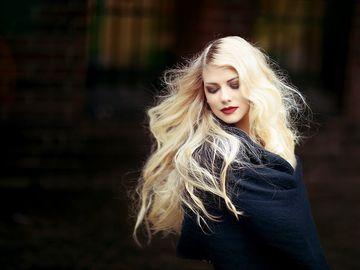 Vrei să ai părul strălucitor şi să scapi de mătreaţă? Află cea mai ieftină metodă