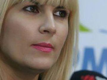 """Fabulos! Berlusconi i-a făcut propuneri indecente Elenei Udrea în timpul unei vizite oficiale! """"Aş vrea să mai rămâneţi puţin, să schimbăm câteva vorbe doar noi doi"""""""