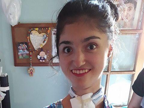 """Povestea emoţionantă a Mariei Luz, tânără grav bolnavă căreia statul vrea să-i pună impozit pe căruciorul cu rotile: """"Nu am primit un obiect de lux, am primit un cărucior"""""""