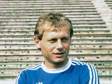 Ilie Balaci va fi înmormântat la doi paşi de tatăl său! Fostul fotbalist semăna perfect cu părintele său, care s-a stins acum 10 ani!