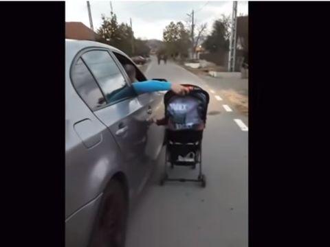 Imagini revoltătoare! Un tânăr, filmat în timp ce-şi plimbă bebeluşul în cărucior, din maşina pe care o conduce! Poliţiştii l-au găsit pe teribilist şi l-au amendat! Amănunte la Ştirile Kanal D, azi, de la 18.45