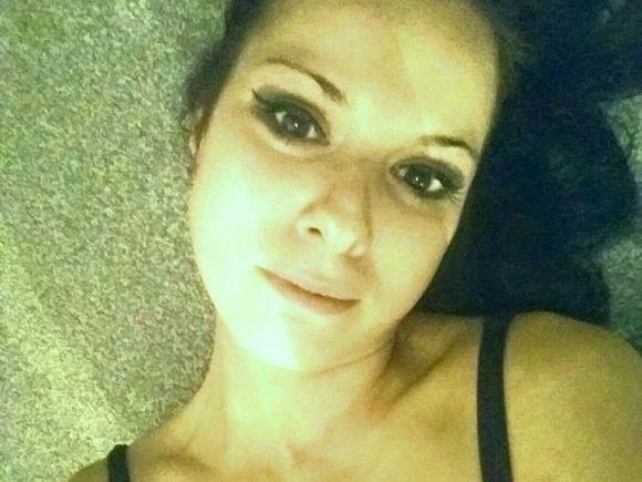 O femeie însărcinată cu cel de-al treilea copil s-a sinucis din greşeală. Ultimul SMS trimis de ea e cutremurător