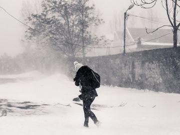 Avertisment meteo! Vortexul polar influenţează iarna! ANM anunţă strat mare de zăpadă, viscol şi temperaturi geroase