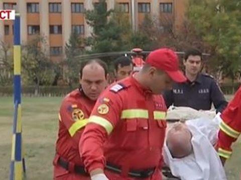 Florin Busuioc, adus cu elicopterul la Bucureşti! Imagini cu prezentatorul, în stare de inconştienţă, pe targă