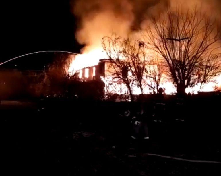 Incendiu de proporţii în Cernavodă! O femeie a fost salvată în ultimul moment