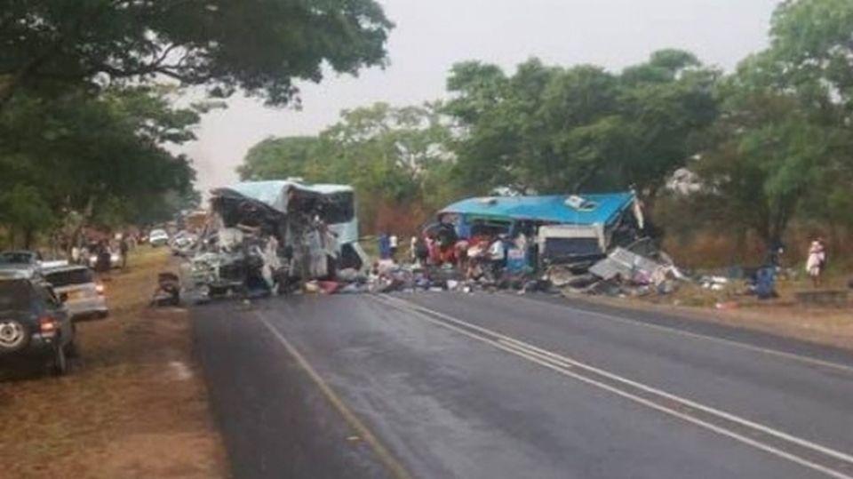 Accident cu bilanţ tragic: 47 de persoane au murit după ce două autobuze s-au ciocnit frontal