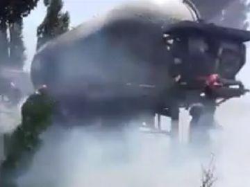 Alertă în Vrancea! O cisternă plină cu motorină a luat foc